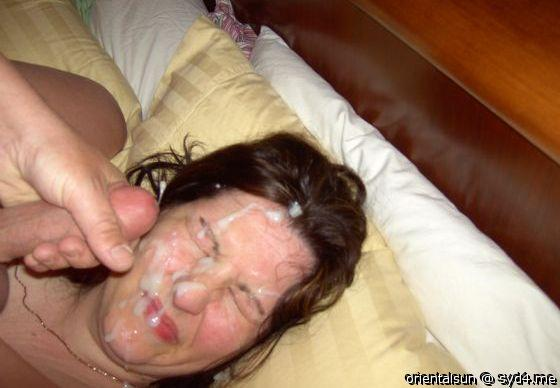 Cumming on her face